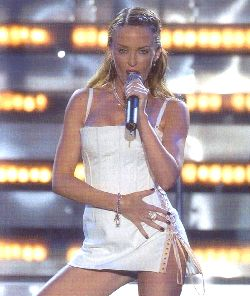 KYLIE MINOGUE BRIT AWARDS 2002